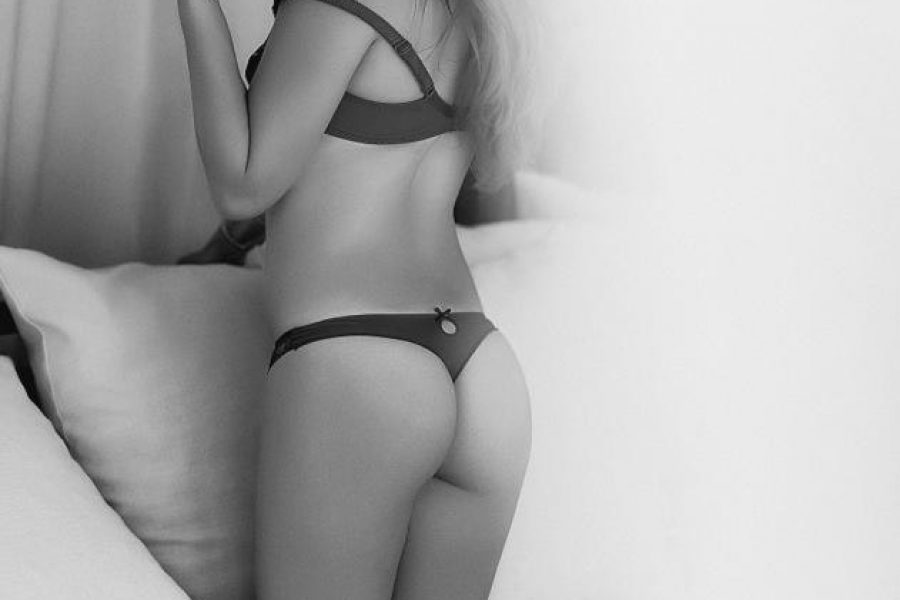 Escort Gallery – Black & White
